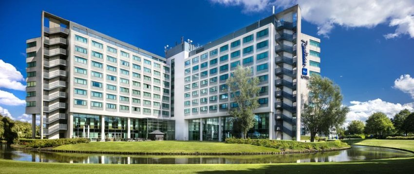 Radisson Blu Hotel Amsterdam Airport is located in the green business park Schiphol-Rijk, only a 15 minute drive from Schiphol Airport.