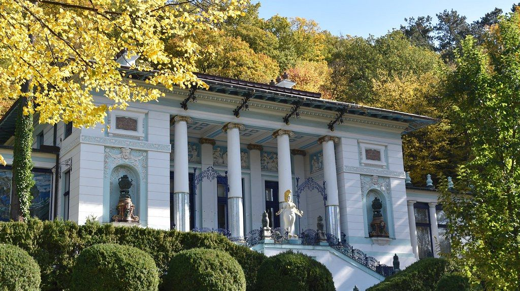 Ernst Fuchs Museum. In an Art Nouveau building, the Ernst Fuchs Private Museum concentrates on the work of Ernst Fuchs. Some of his creations are also displayed in the museum's gardens.