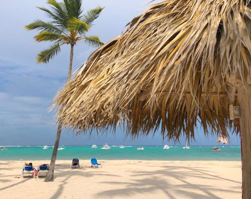 Bungalows Los Manglers Beach & Spa is located on a private stretch of Bavaro's Caribbean coast and feature free public parking, outdoor swimming pools and a secure beach area with loungers and umbrellas.