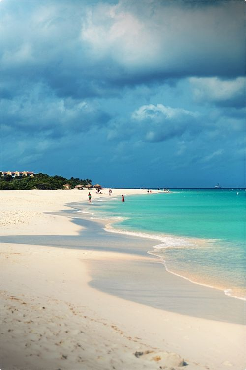 The island of Aruba offer year round Caribbean vacation packages that are ideal for sun lovers. Aruba is located at the center of the southern Caribbean just outside the hurricane belt.