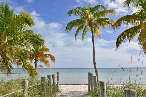 Located in Key West, Smathers Beach is the longest and best known beach in this tropical paradise. Fun in the sun does not do justice to the activities that you can partake in while visiting this beach.