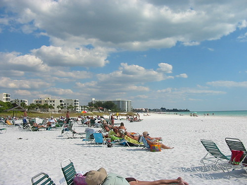 Siesta Key is a barrier island only eight miles long and is just offshore of Sarasota. Siesta Key has three beaches that are the perfect choice for those who are on vacation with the family.
