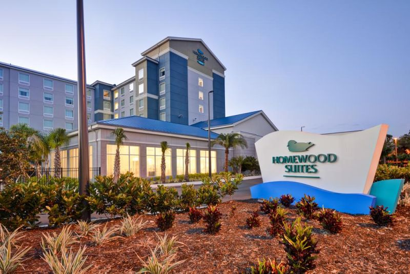 Homewood Suites by Hilton Orlando Theme Parks features a year-round heated outdoor pool, free hot breakfast, and fitness center.