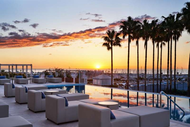 Hotel Arts in Barceloneta. Hotel Arts offers a contemporary art collection and a restaurant with 2 Michelin stars. #beach
