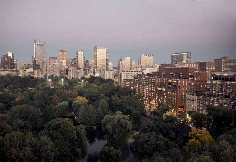Boston Luxury Hotels. Four Seasons Boston has one of the best-rated locations in Boston!