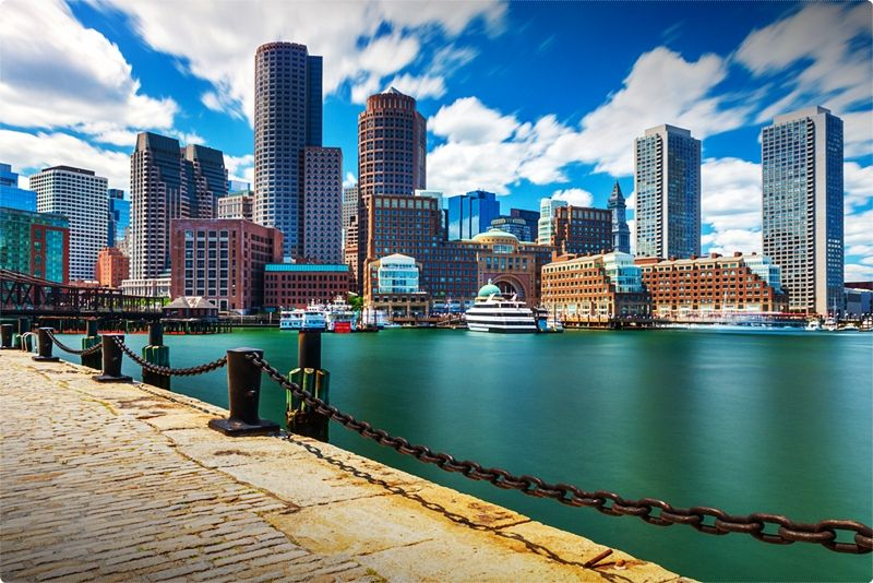 Downtown Boston Hotels. Bostons Downtown offers tall buildings and historic locations. With restaurants, shopping and theatre all within a short walk from your hotel.
